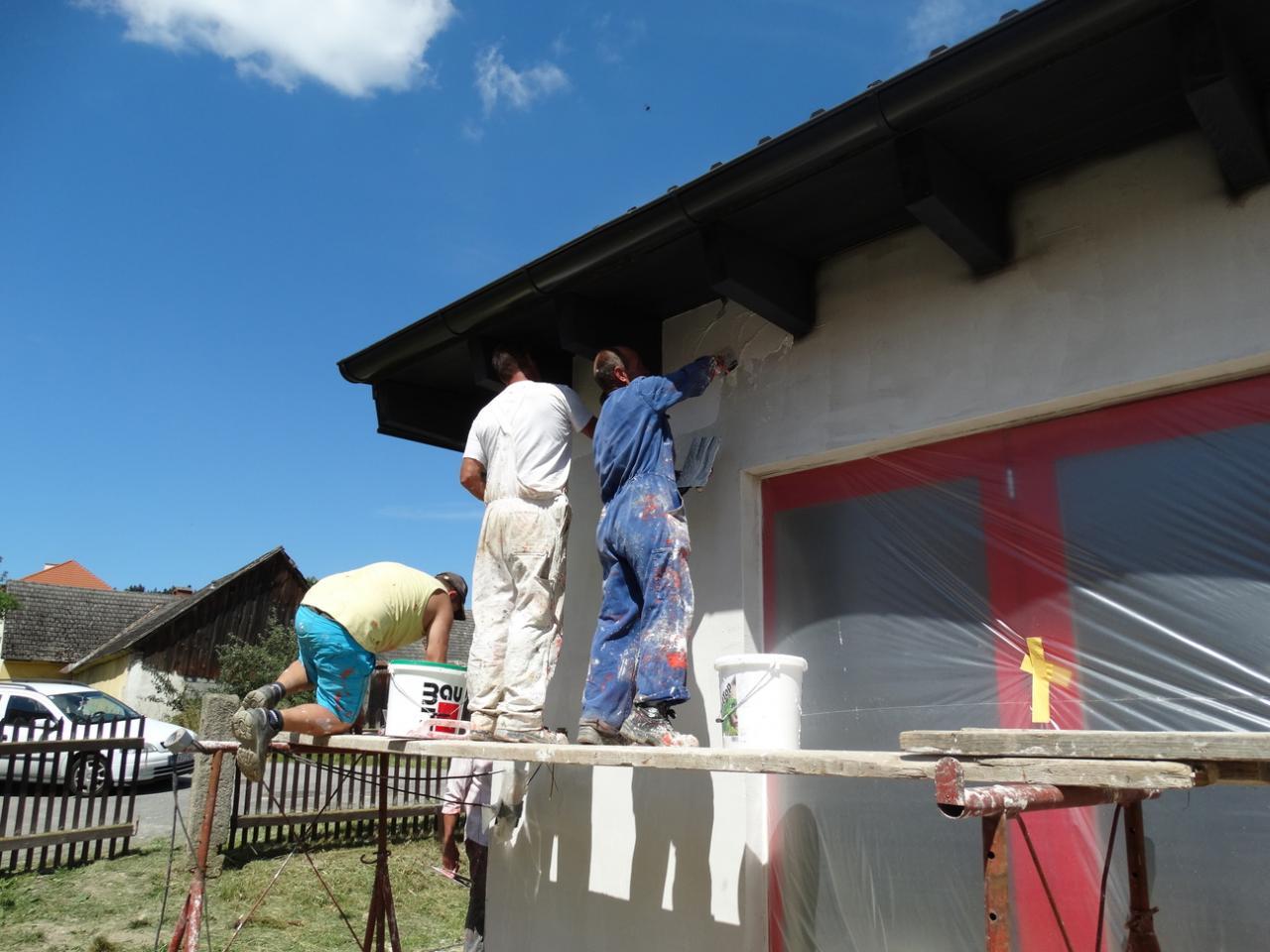 2015 07 16 fassade ff haus stuehle streichen 12 - Fassade Streichen